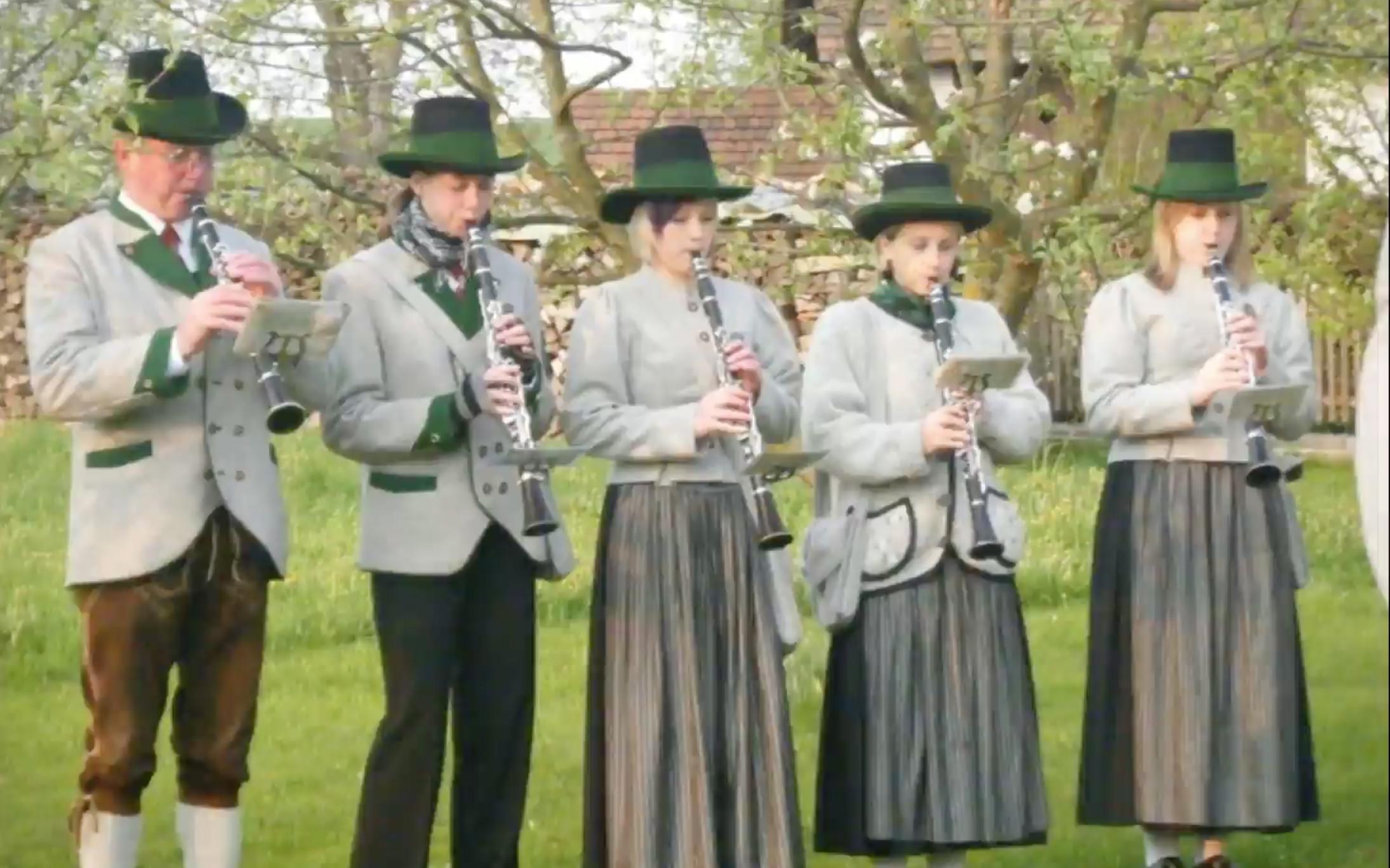 Der Musikverein Arzberg spielt den 9er Alpenjäger Marsch – die steirische Landeshymne!